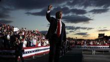 Un républicain appelle à destituer Trump, la bataille s'intensifie au Congrès