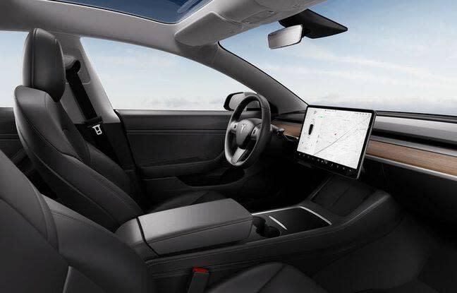 Australie : Ils volent sa Tesla, elle utilise son application pour les déstabiliser et les coincer