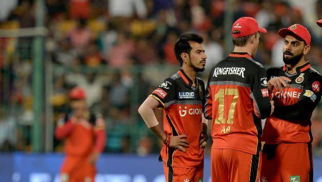 Chahal, De Villiers and Kohli (picture courtesy: BCCI/iplt20.com)