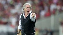 Em dia de apresentação no Benfica, Jesus posta usando 'colete do azar' e recebe críticas da torcida do Flamengo