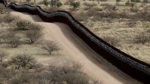Han donado más 20 millones de dólares para el muro de Trump y ahora temen que los estafaron