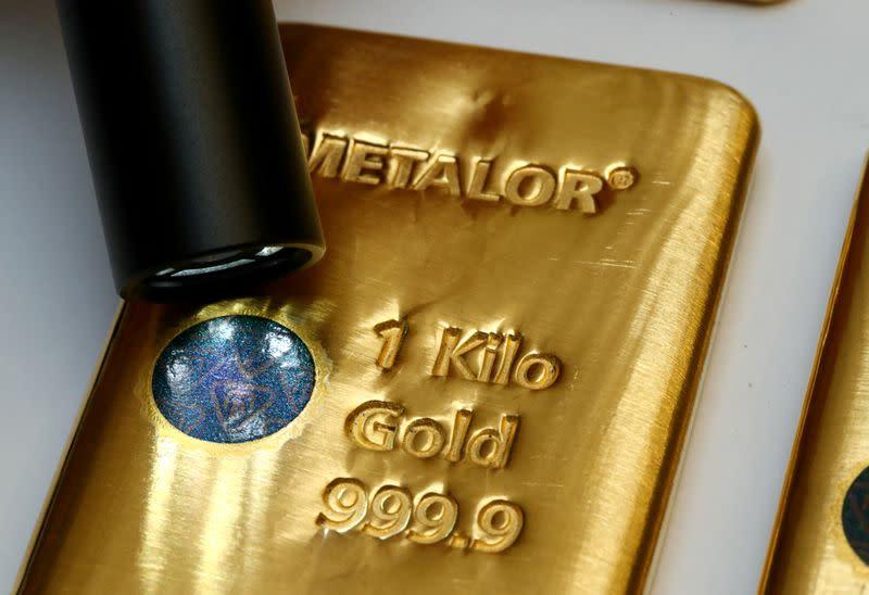 Gold steadies on softer dollar, rising coronavirus cases