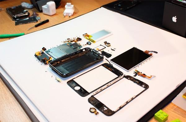 iPhone 3G S gets the quick and dirty tear apart treatment, already