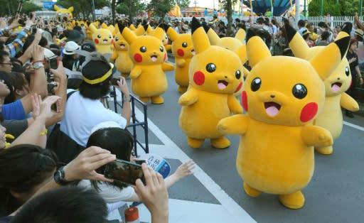 Pikachus desfilando por la calle