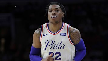 Sources: 76ers trading Holmes to Suns