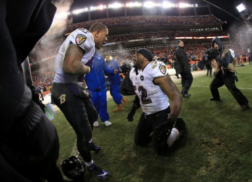 Ray Lewis (R) reportedly gave advice on Colin Kaepernick to the Ravens. (Getty Images)