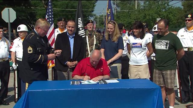 Illinois Gov. Quinn signs new laws, takes part in parade
