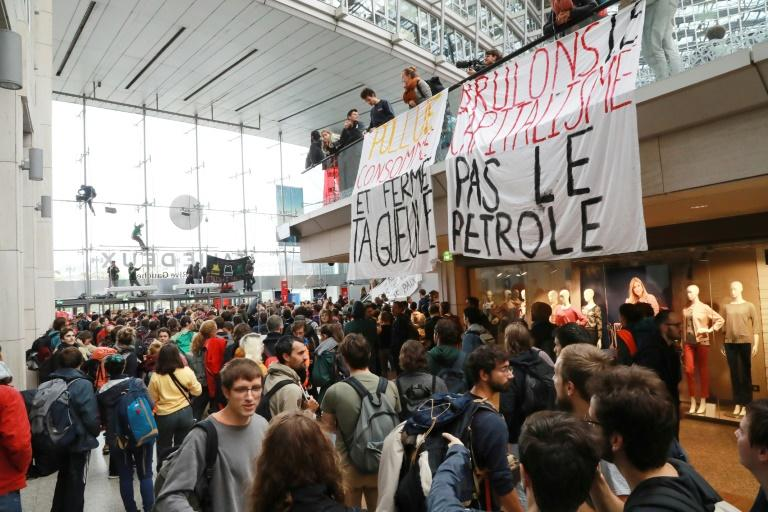 Leftist Neo-Savages: Climate activists occupy Paris mall as retarded Extinction Rebellion protests begin 384c72402a1f0fab59109afa6d62cfb82ef4ff98