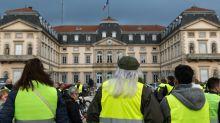 França continua mobilizada contra a alta do combustível
