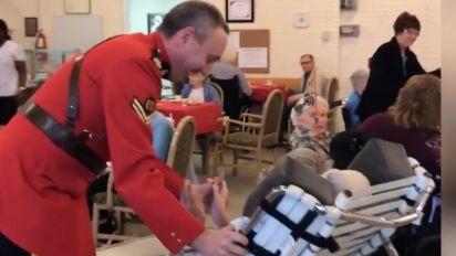 Policial canadense realiza sonho de idosa no seu 100º aniversário