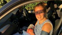 Un papa a aidé sa femme à accoucher sur le bord de la route en utilisant la ceinture d'une robe pour clamper le cordon ombilical
