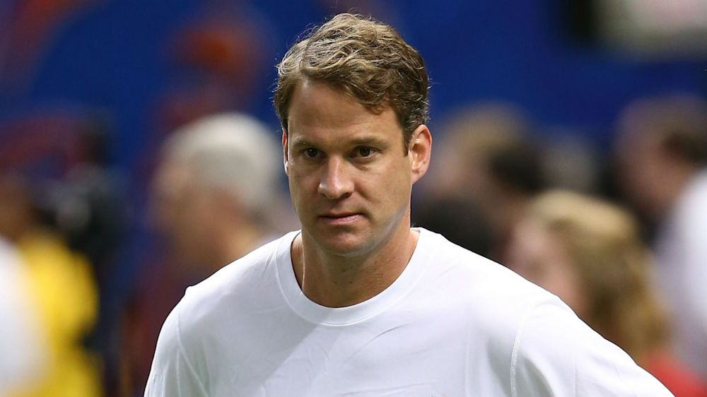 Lane Kiffin's odd exchange with former Tennessee QB adds bizarre moment in Vols' coaching search