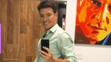 Rodrigo Faro rasga a calça em gravação de programa