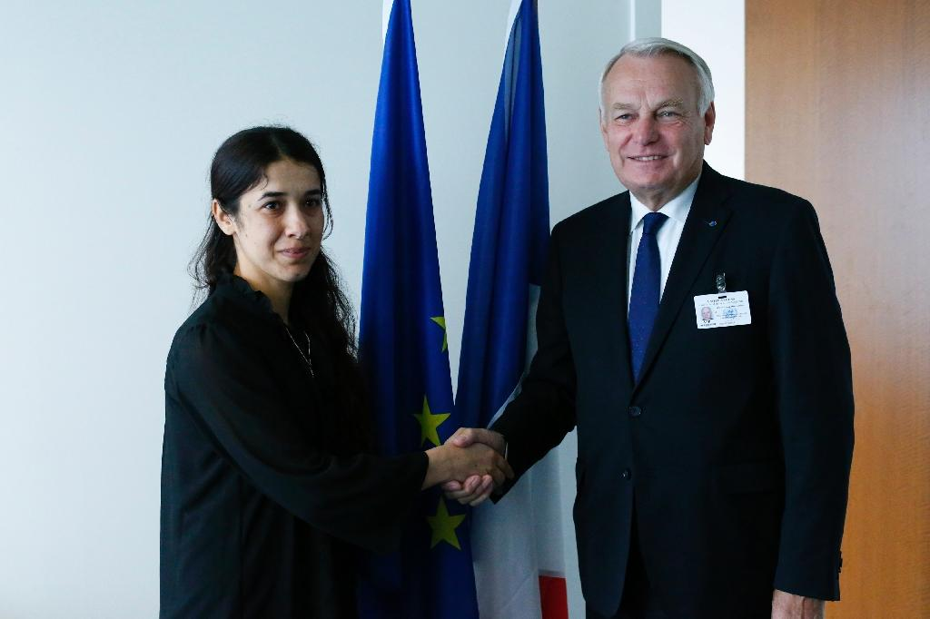French Foreign affairs minister Jean-Marc Ayrault shakes hands with Nadia Murad, UNODC goodwill Ambassador before a meeting at the United Nations Headquarters in New York on September 19, 2016 (AFP Photo/Kena Betancur)