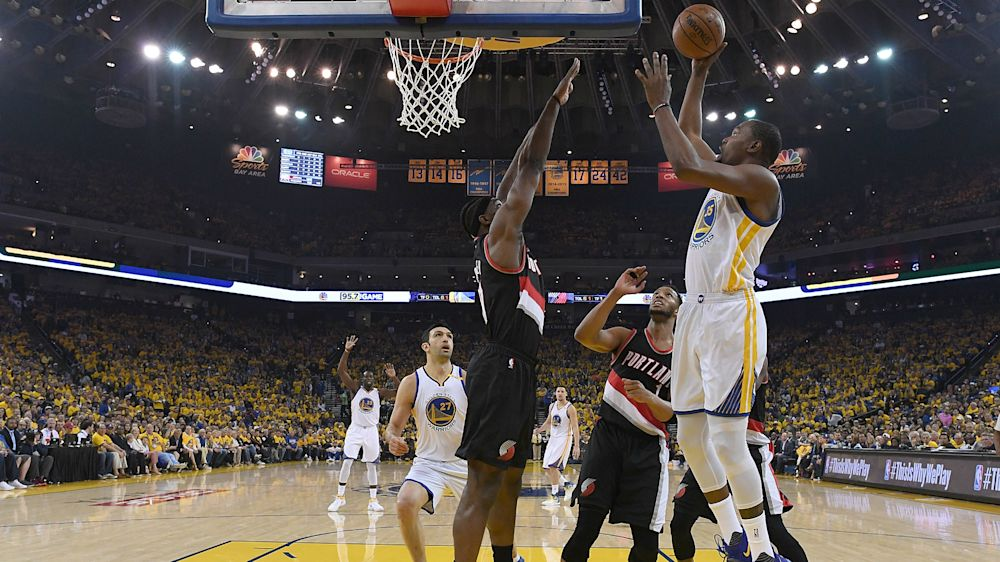 Durant stars as Warriors draw first blood, Celtics fall in emotional clash