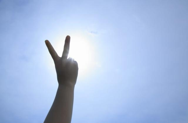 Scientists can identify terrorists by their victory signs