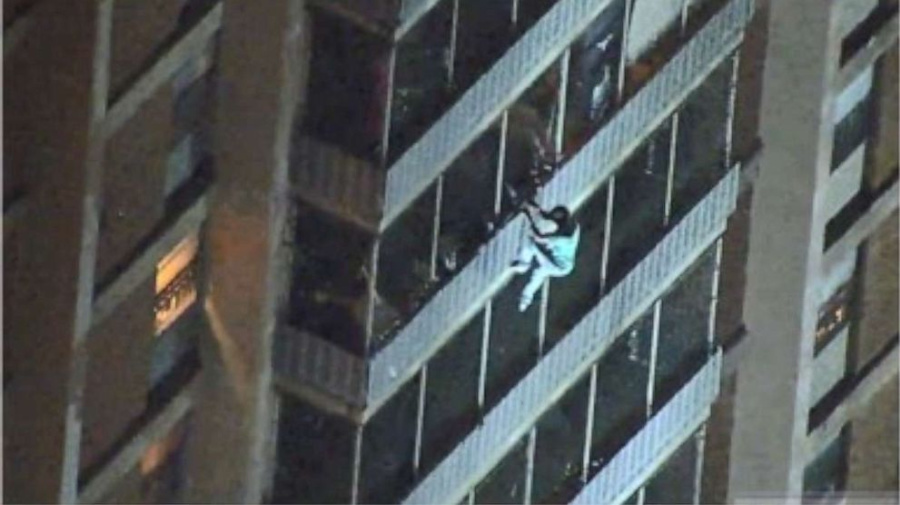Man scales 19-story building to escape fire