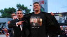"""""""Weinstein ist unschuldig"""": Italienischer Low-Budget-Regisseur provoziert mit T-Shirt"""