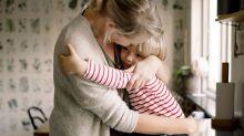 Padres, ¿por qué es un error esconder la tristeza a los niños?