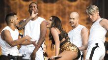 Anitta se veste de Carmen Miranda e canta 'Garota de Ipanema' no Rock in Rio Lisboa