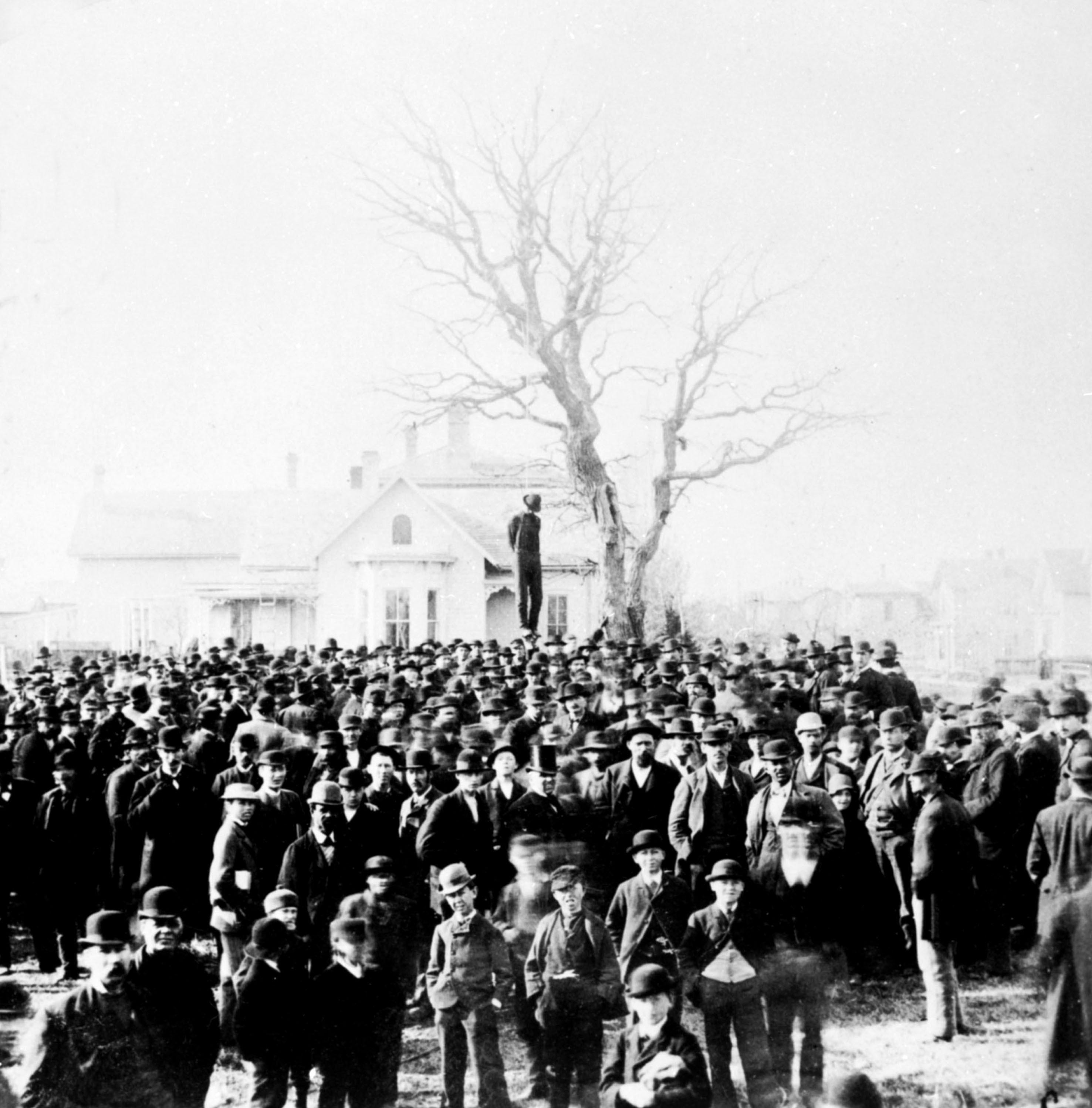 <p>Lynching of a black man, 1882, Washington, D.C. (Photo: Photo12/UIG via Getty Images) </p>