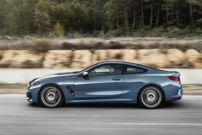 全新8 Series Coupe的長寬高分別為4,843mm x 1,902mm x 1,341mm,軸距則為2,822mm,其實大小約略等同於去年停產的6 Series Coupe而已。