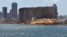 El mar llena el hueco que dejó la explosión en el corazón de Beirut