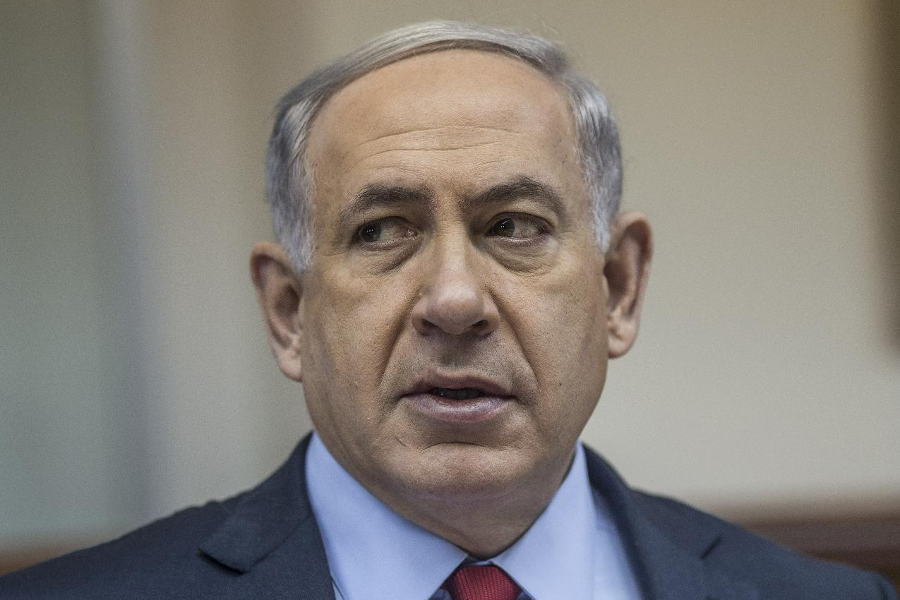 Israeli Prime Minister Benjamin Netanyahu chairs the weekly cabinet meeting in his Jerusalem offices on December 14, 2014 (AFP Photo/Oliver Weiken)