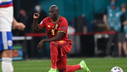 La afición rusa silbó a los futbolistas belgas que se arrodillaron contra el racismo