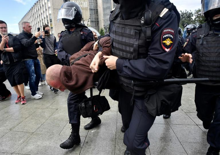 Russian opposition leader arrested in Moscow ahead of protest