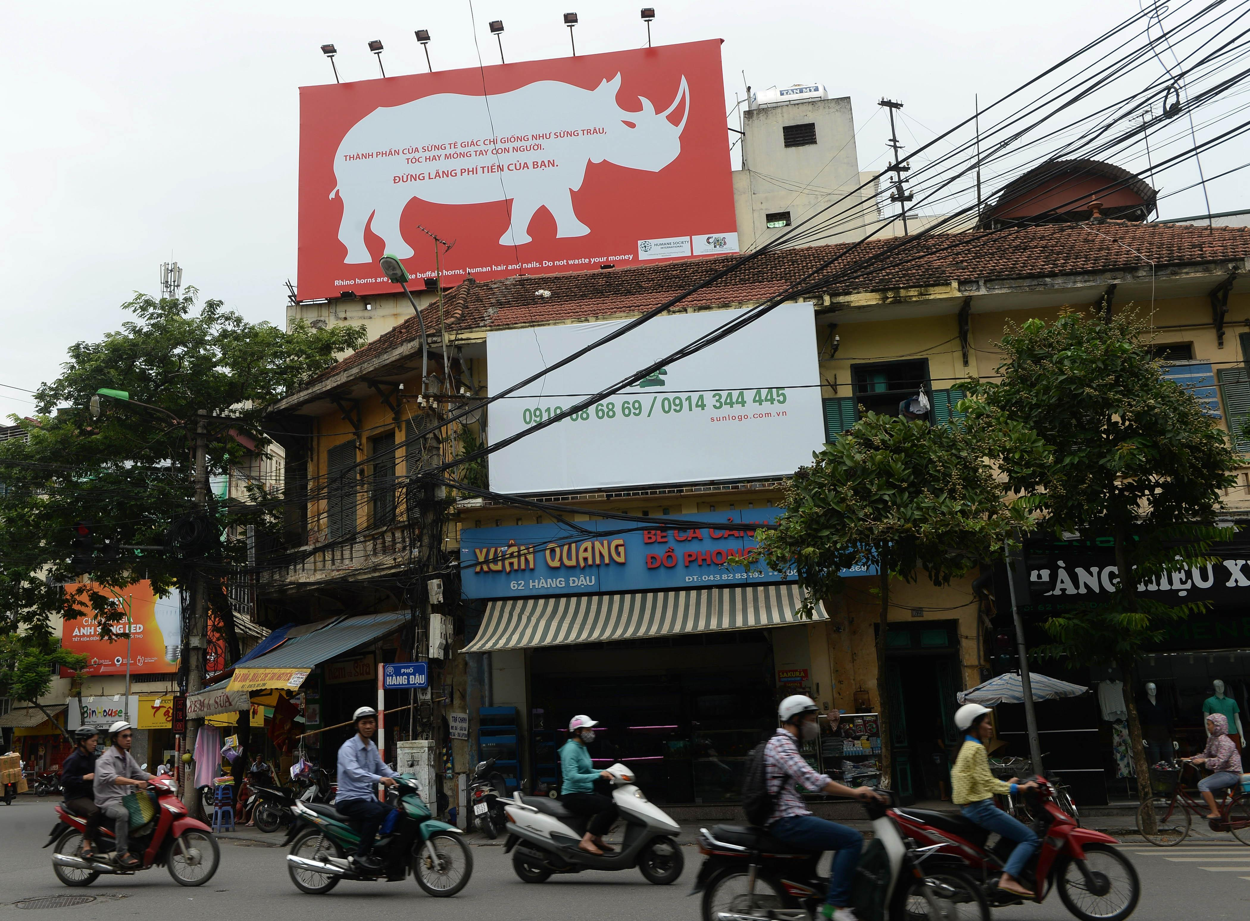 A campaign poster on a building in downtown Hanoi on August 28, 2014 warns people not to buy rhino horn (AFP Photo/Hoang Dinh Nam)