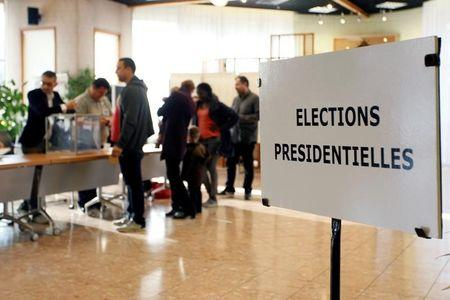 Francia vota en unas reñidas elecciones presidenciales