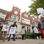Chicago teachers, district joust over 'sticking points' on 2nd day of strike