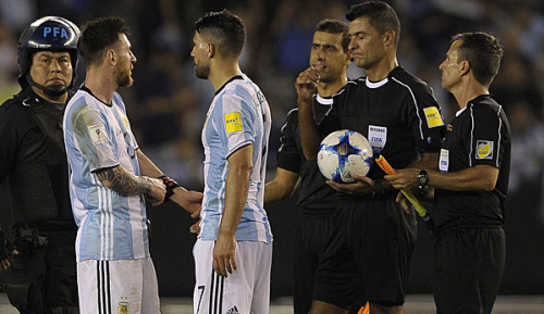 "Primera Division: FC Barcelona: Luis Enrique verteidigt ""tadellosen"" Messi"
