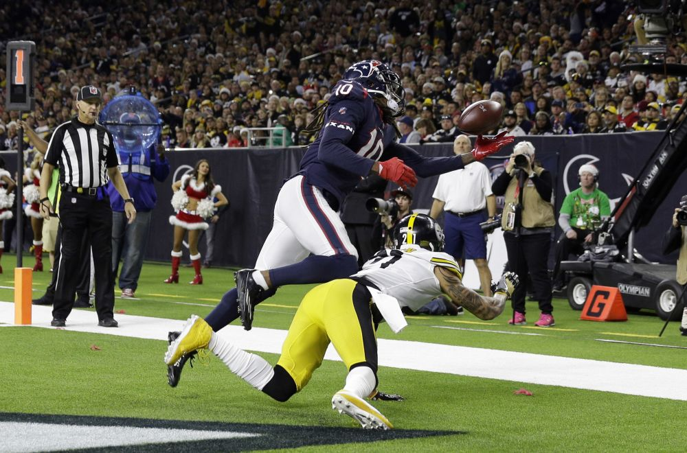 Houston Texans wide receiver DeAndre Hopkins (10) catches a pass for a touchdown against the Steelers. (AP)