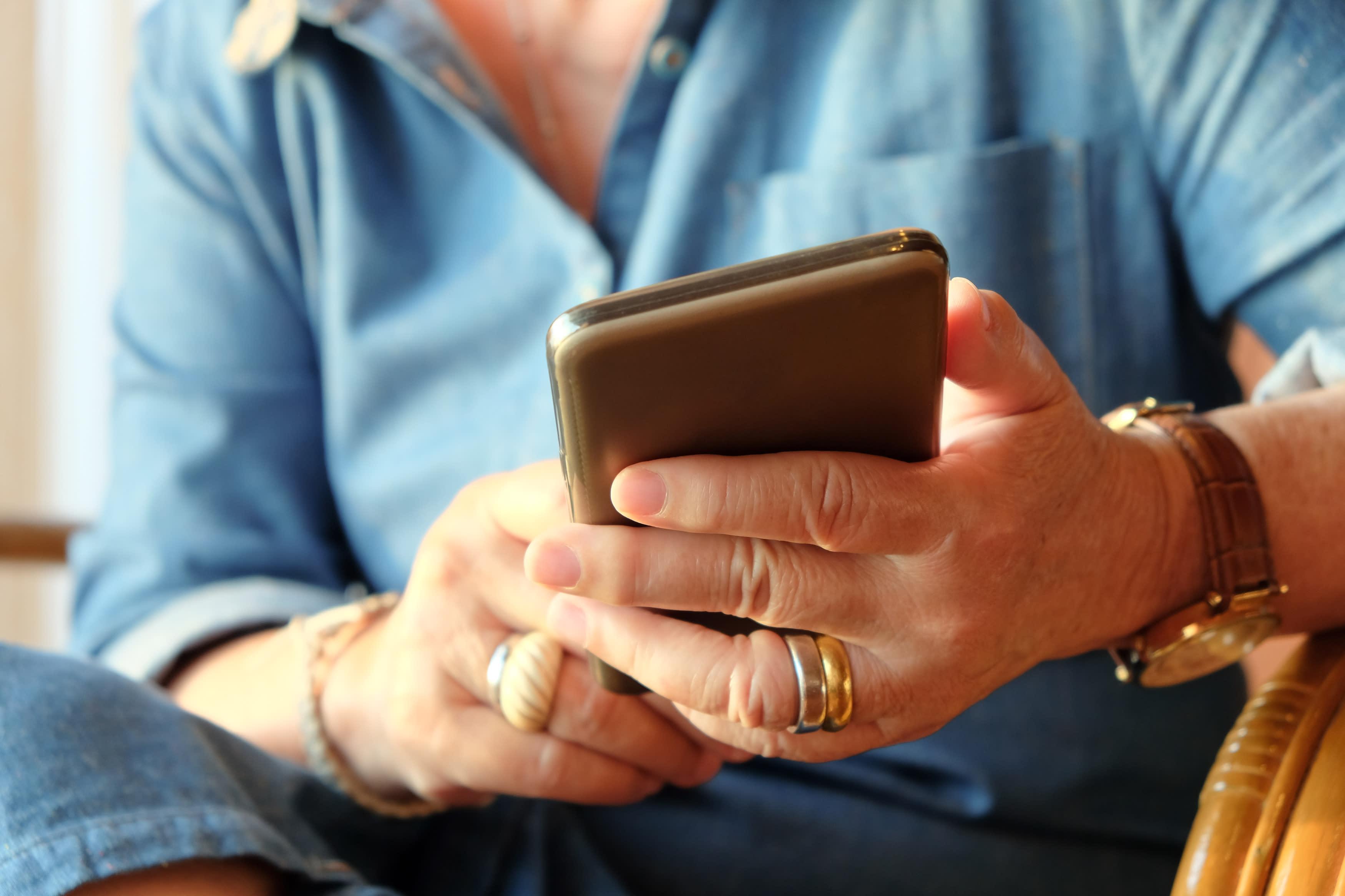 Un juez condena a una abuela a borrar las fotos de sus nietos de Facebook