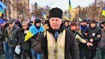 Ukrainian protesters march to presidential building