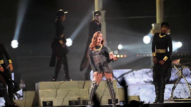 Rihanna Shares Topless Snap Before Hitting the Stage in Atlanta