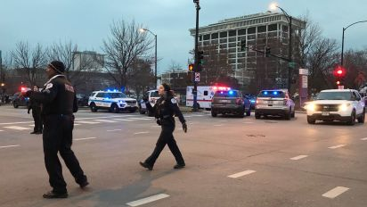 Gunman opens fire at Chicago hospital, wounds 4