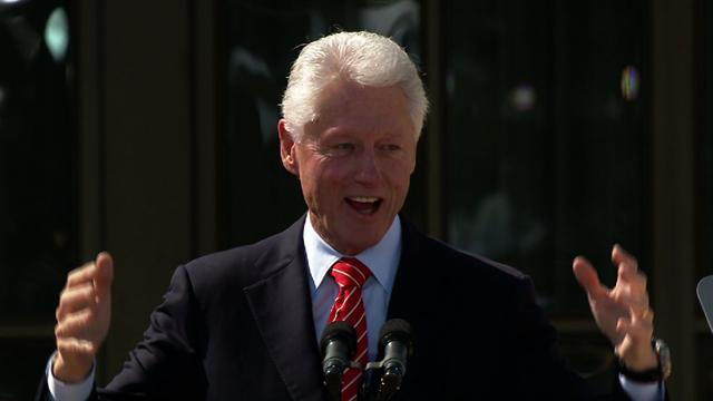 Clinton pokes fun at Bush's new painting hobby