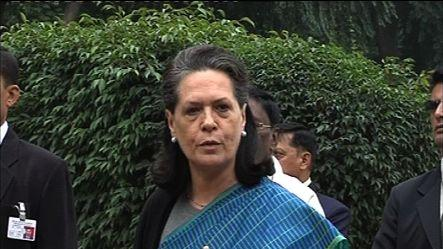 Sonia calls Congress leaders to donate for flood victims