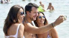 Dalla spiaggia Salvini continua a chiedere il ritorno alle urne