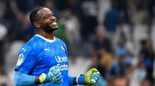 Mandanda renova com o Olympique de Marselha por mais quatro anos