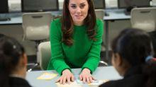 Twitter-Userin entdeckt Gesicht im Kleid von Herzogin Kate