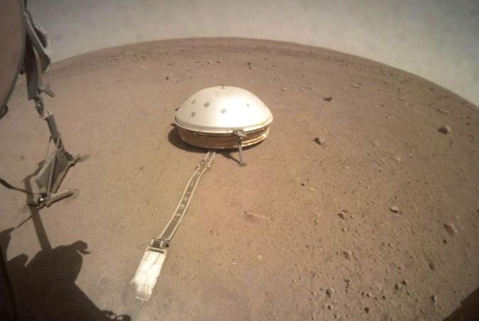 A photograph of Mars' surface from the InSight lander probe