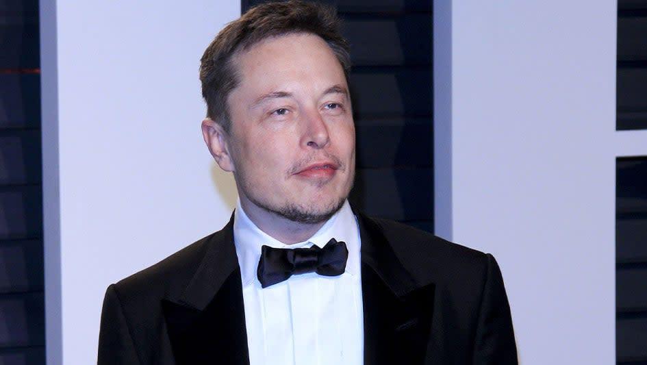 Dow Jones Dips As White House Raises Recession Fears; Elon Musk Praises China Rivals, Tesla Slips; Apple Falls