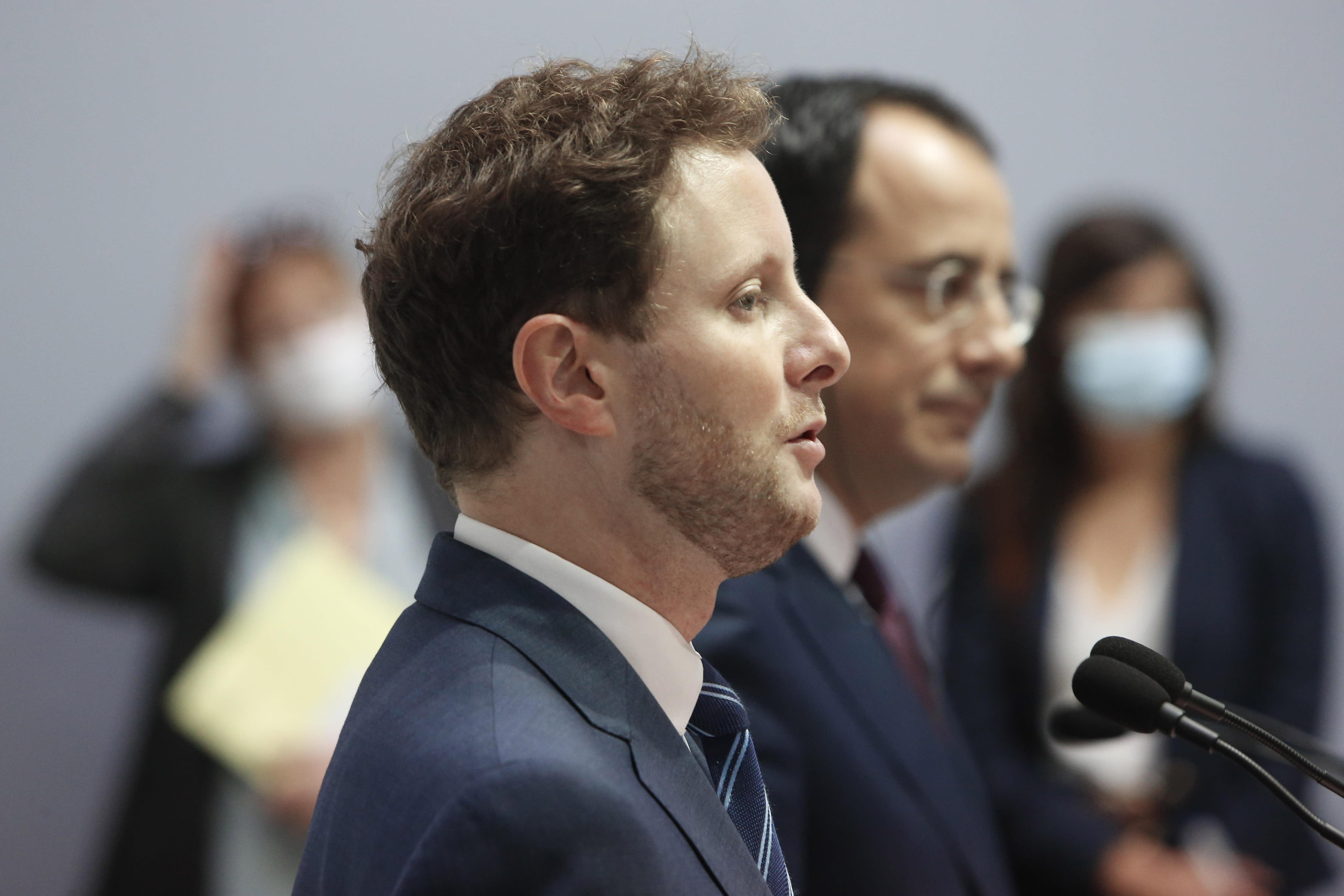 法国欧洲事务大臣克莱门特·博恩(Clement Beaune)和塞浦路斯外交大臣尼科斯·克里斯托杜利德斯(Nikos Christodoulides)参加2020年9月18日星期五在首都尼科西亚的外交部大楼举行的新闻发布会。博恩表示,欧盟应考虑实施制裁。如果该国继续在希腊和塞浦路斯主张专有权的水域内进行碳氢化合物搜索,那么该国将对土耳其不利。 (美联社照片/ Petros Karadjias)
