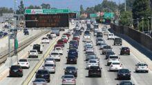 GM, Toyota y Chrysler respaldan a Trump para frenar regulación de emisiones en California