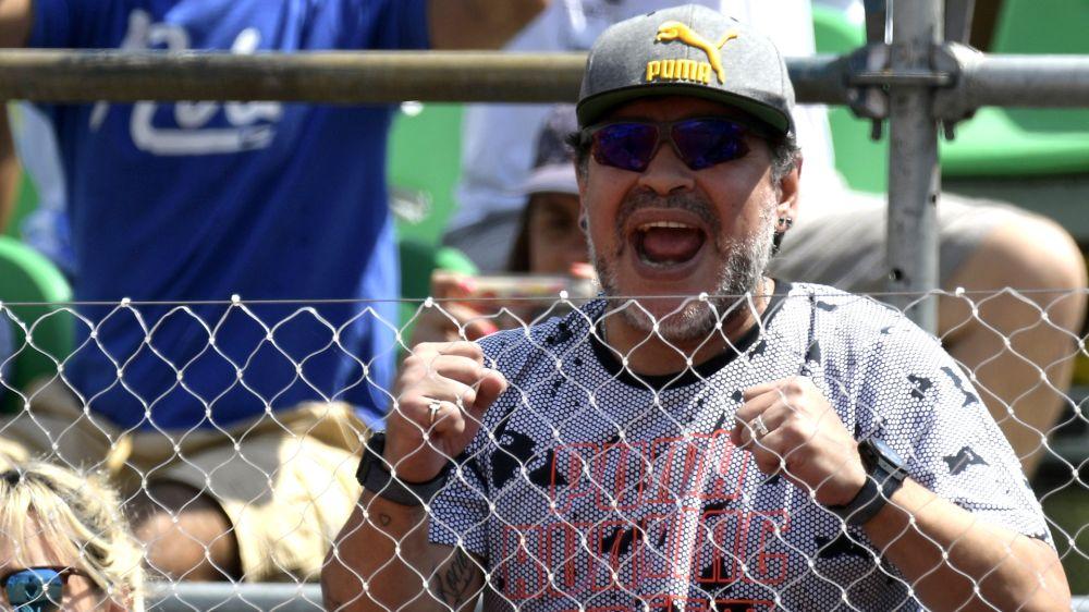Maradona felicitó a Almeyda por título con Chivas