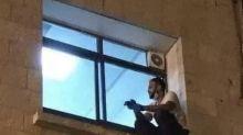 Homem que escalou janela para se despedir de mãe com Covid roubou corpo para 'enterro digno'